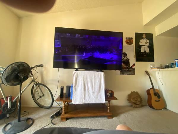 Photo Sony 70 inch tv - $600 (Upland)