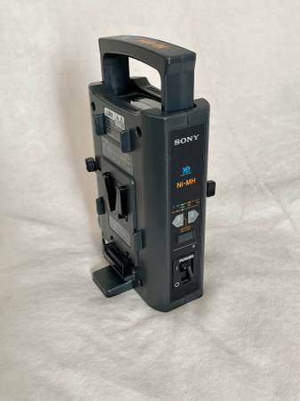 Photo Sony BC-M50, Battery Charger V Mount - $190 (Rancho Cucamonga)