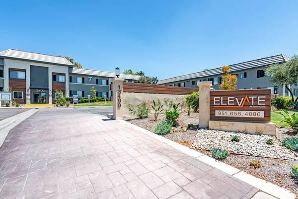 Photo Spacious apartment homes (13400 Elsworth Street Moreno Valley, CA)