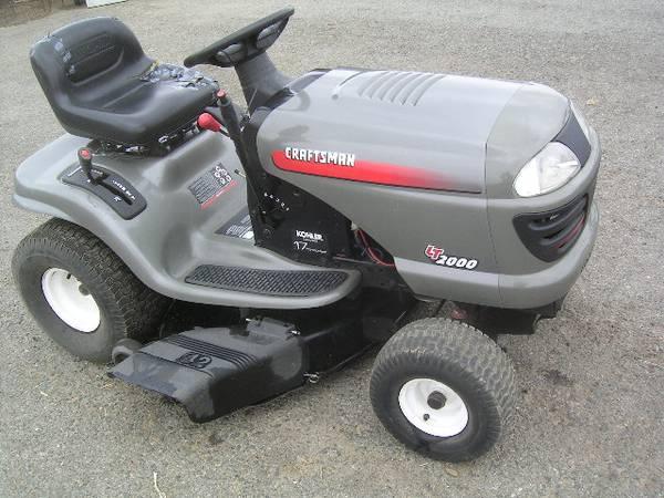 Photo VERY CLEAN craftsman LT2000 lawn  garden tractor 17 HP 42 inch auto - $677 (murrieta)