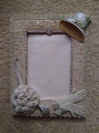 Photo VICTORIAN STYLE  Ceramic PHOTO FRAME - $5 (holds 4quot x 6quot photo)