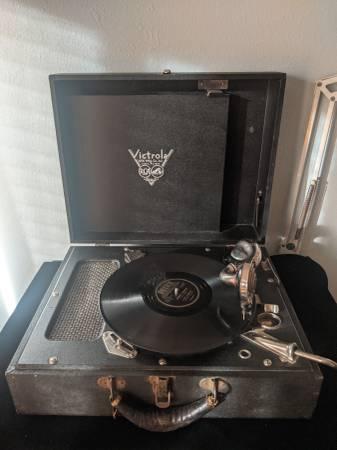 Photo Vintage RCA Victor Victrola Portable WORKS Complete RCA Mfg.Co. - $300 (Fontana)