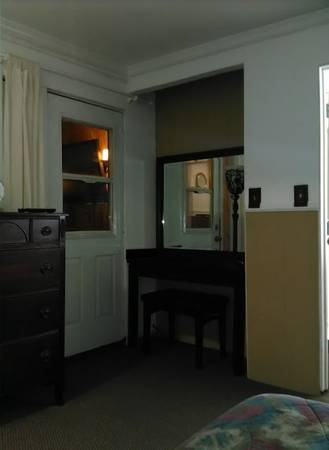 Photo WEEKLY Large Estate Furnished Guest House private courtyard entrance (HESPERIA,APPLE VALLEY,HIGH DESERT,VV)