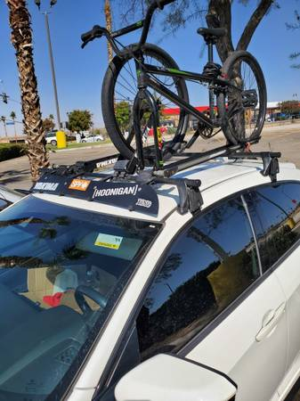 Photo Yakima roof rack - $200 (Barstow)