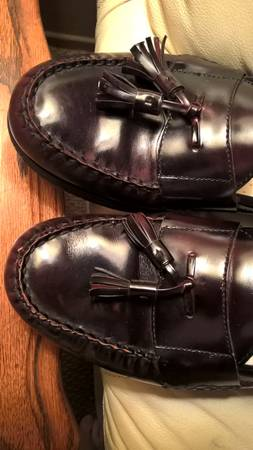 Photo DRESS LEATHER LOAFER  SHOES - $15 (MEN39S size 11 12 D)