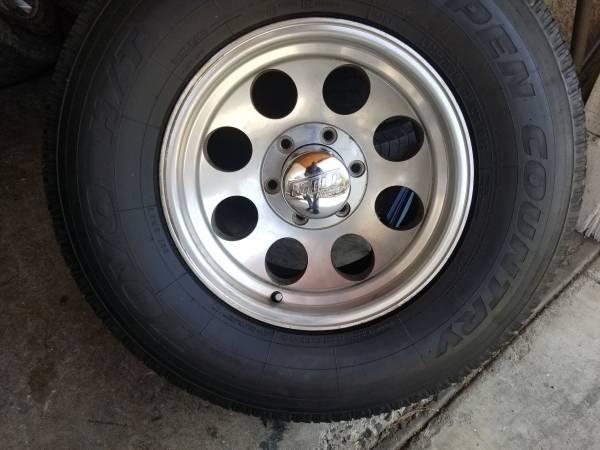 Photo wheels and Tires 6 lug Silverado Suburban GMC - $450 (Riverside)