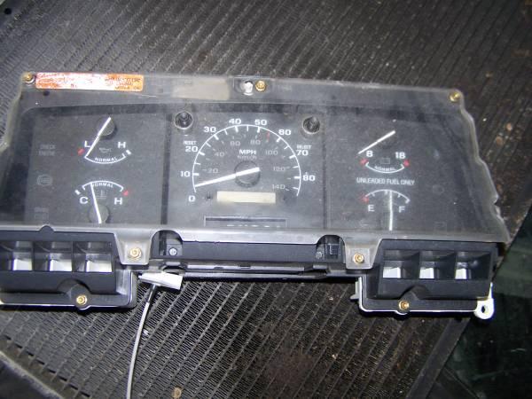Photo 1992-1996 ford f150 full gauge cluster speedo no tach - $35 (cedar rapids)