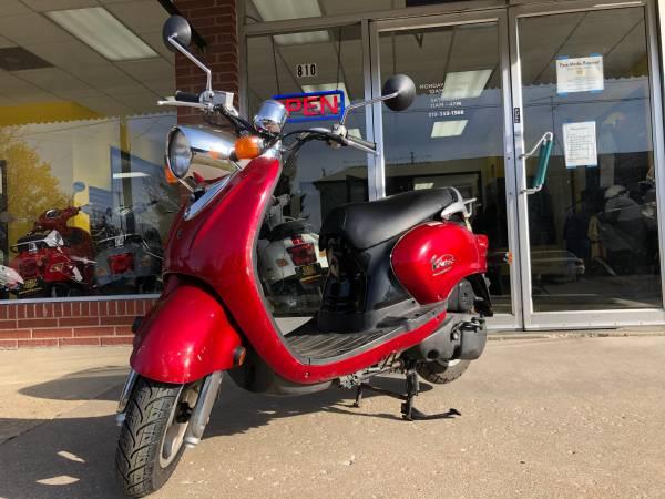 Photo 2004 Yamaha Vino 125 Retro Scooter - $1,150 (Iowa City)