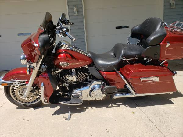 Photo 2009 Harley Davidson Ultra Classic Electra Glide FLHTCU - $7,995 (agency iowa)