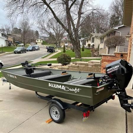Photo 2019 Alumacraft 1448 Jon Boat with a 2020 15 HP Mercury Motor - $8,250 (Iowa City)