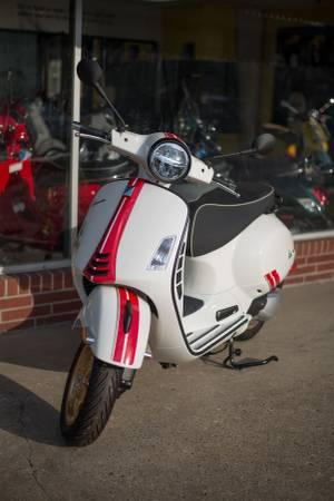 Photo 2021 Vespa GTS 300 Racing 60s - $7,849 (Iowa City)