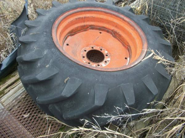 Photo AC rear tractor tire and 26quot wheel  6quot center hole - $95 (Richland, Iowa)