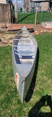 Photo Aluminum Canoe 17 feet - $450 (Cedar Rapids)
