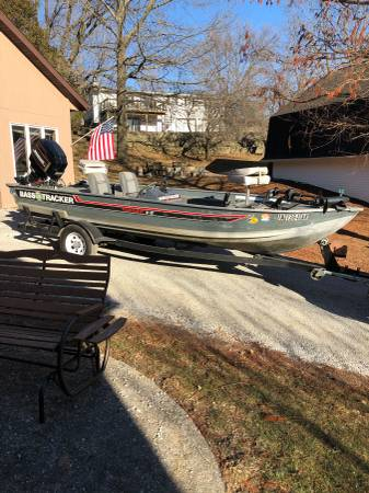 Photo Bass Tracker Boat For Sale - $3200 (Solon)