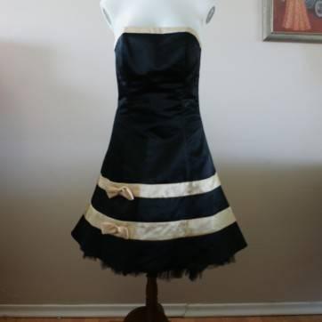 Photo Jessica McClintock dress - $40