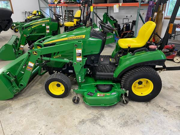Photo John Deere 1023E 4WD MFWD compact tractor w loader and 60 deck - $12,350 (Newton)