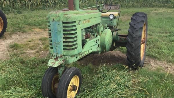 Photo John Deere Model A Tractors - $1,234