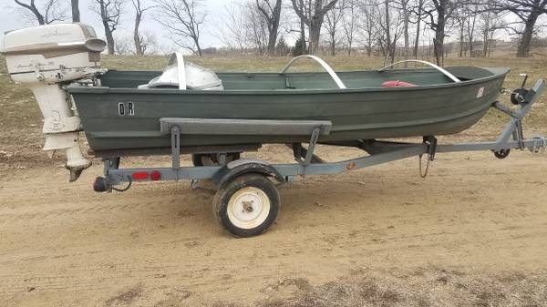 Photo Jon boat with trailer and older motor - $800 (Dubuque)