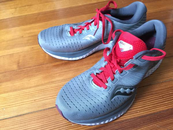 Photo Saucony Guide 13 Running Shoes, Men39s Size 9.5 - $90 (Iowa City)