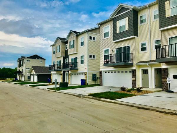 Photo The Hunt Club-brand new townhomes ready August (Tiffin)