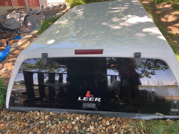Photo Truck topper 8ft - $700 (Lone Tree)