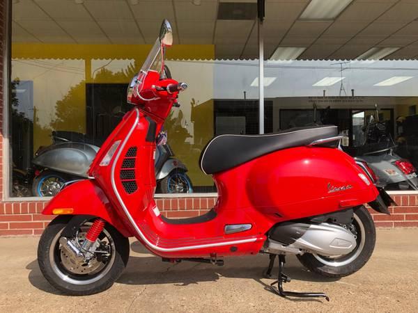Photo Vespa GTS Super 300 HPE - $7,699 (Iowa City)