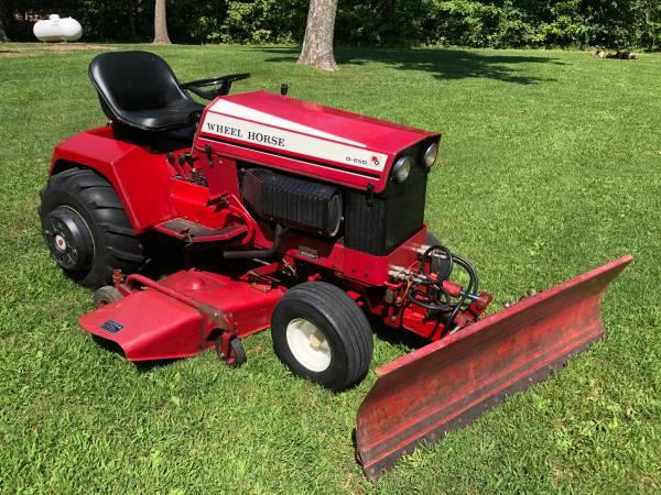 Photo Wheel Horse D-250 Garden Tractor - $3,200
