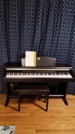 Photo Yamaha Clavinova Digital Piano - $1,800 (EAST MOLINE)
