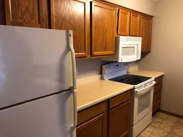 Photo Move In Now 2 Bedroom FREE Garage Parking,Heat,Water (1006 Oakcrest Street Iowa City IA)