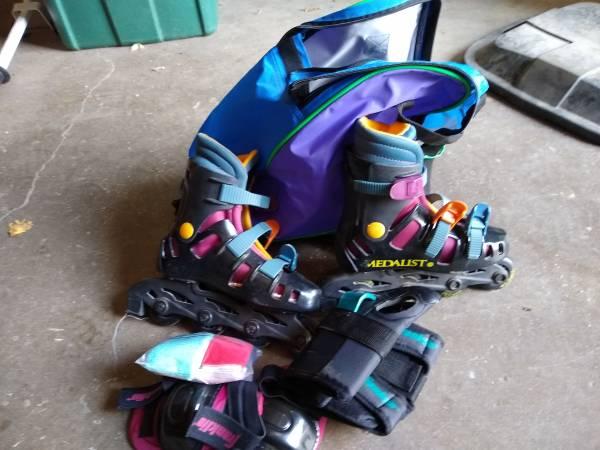 Photo childs roller blades - $10 (Kalona)