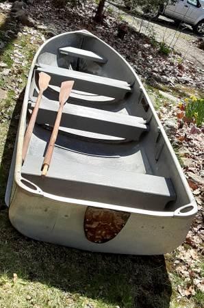Photo 14-foot AlumnaCraft rowboat - $325 (Locke)