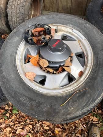 Photo 15 inch gmc wheels rims s10 Sonoma Camaro 5x4-34 - $120 (Spencer)