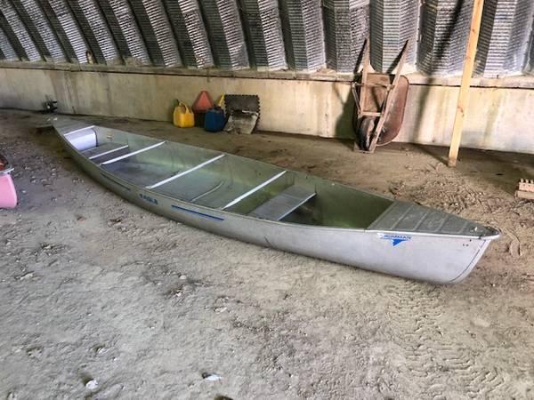 Photo 1739 Grumman Aluminum Canoe - $300 (Candor)