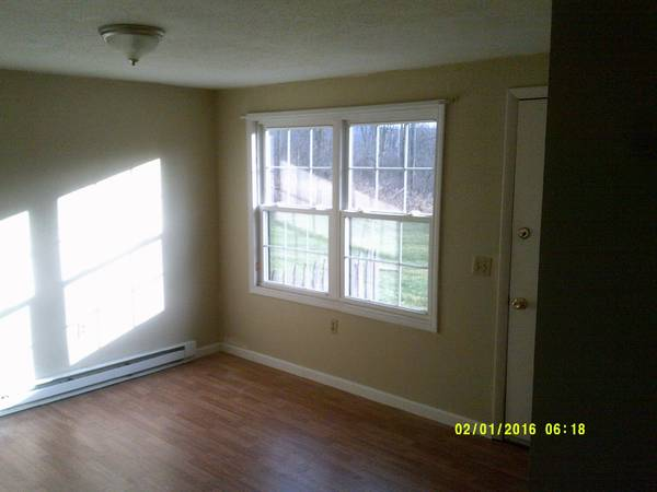 Photo 1 bedroom apartment 6 miles to C.U. 5 Miles to Triphammer (freeville)