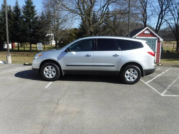 Photo 2011 CHEVY TRAVERSE NO RUST 3RD ROW SEATING - $6700 (Whitney Point)