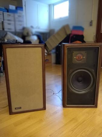 Photo Advent bullnose walnut speakers - $150 (Ithaca)