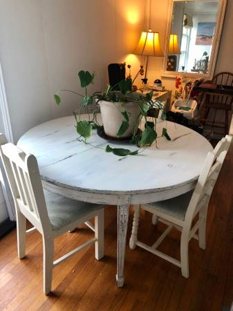 Photo Antique White Distressed Wood Dining Table w Four Chairs - $250 (Fall Creek)
