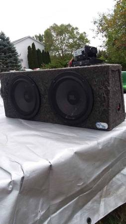 Photo Car Stereo Radio Head unit, 3 s, 2 subwoofer bass boxes - $385 (Lansing)