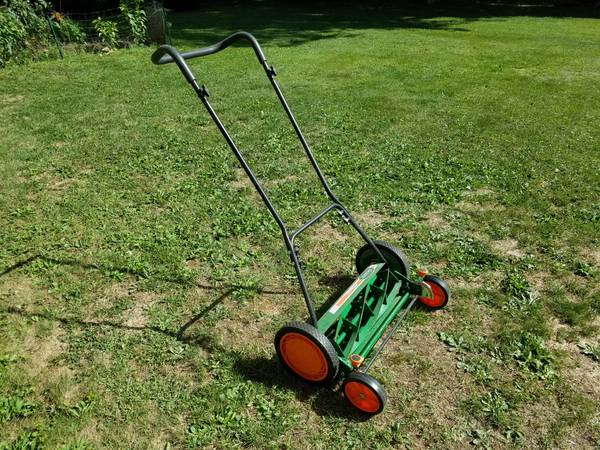 Photo Classic Scotts 20-Inch 5-Blade Push Manual Reel Lawn Mower - $100 (Cortland)