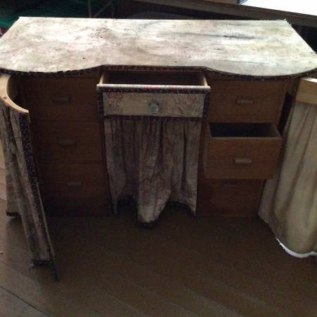 Photo Desk, vanity, crafting table with 7 drawers - $25 (Mecklenburg)