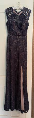 Photo Elegant Midnight Blue Lace Gown - $25 (Etna)