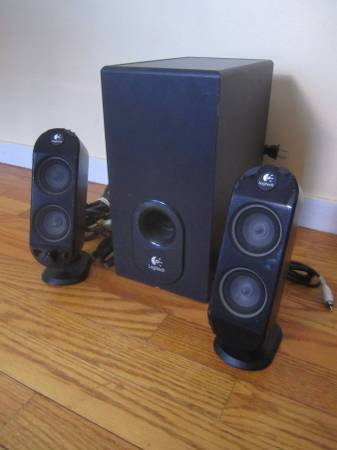 Photo FOR SALE Logitech Subwoofer and Two Speakers - $50 (Ithaca)