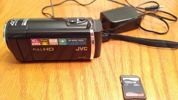 Photo JVC HD CAMCORDER - $45 (Irondequoit)