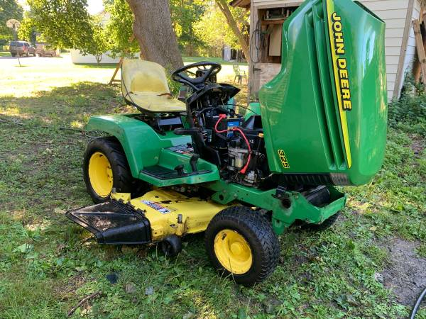 Photo John Deere 325 - $950 (Freeville)