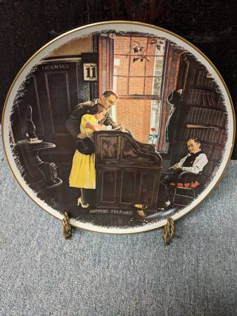 Photo Norman Rockwell The Marriage License collectors plate - $20 (Lansing)