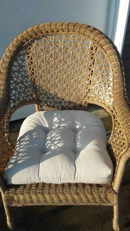 Photo Pier One patio Resin Wicker chair - $100 (mcgraw)