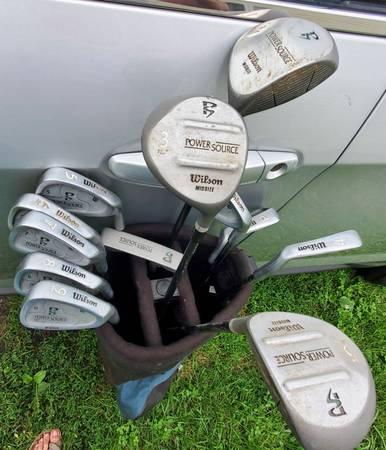 Photo REDUCED - Wilson Women39s Power Source Golf Club Set wBag - $100 (Lansing)