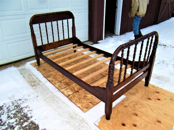 Photo Restored Antique 19th Century TwinSingle Jenny Lind Spool Bed Frame - $300 (Ithaca)