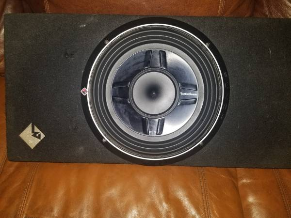 Photo Rockford Fosgate P3S-1X12 Single P3 12quot Shallow Loaded Subwoofer Enclo - $125 (Freeville)