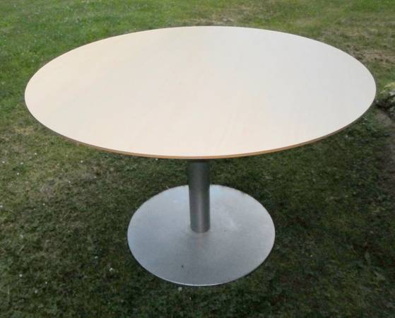 Photo Round IKEA Table, 60 Inch in diameter and 2 IKEA Chairs - $40 (EtnaFreeville)